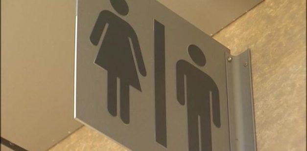bathroom transgender-31ijn6awkffv8qmgdnd3wg