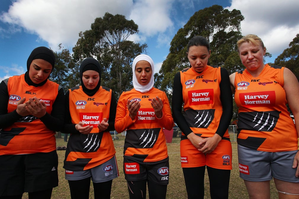 Muslim woman praying afl football team3000