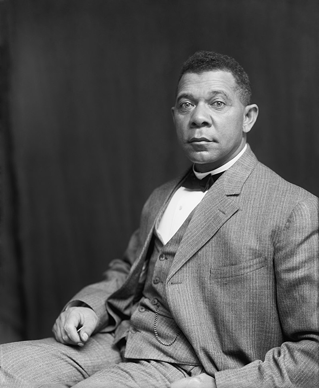 Booker_T._Washington_by_Francis_Benjamin_Johnston_c._1895